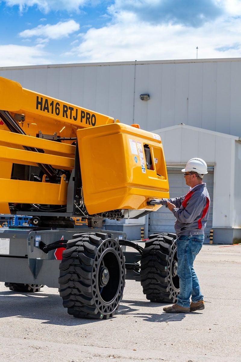 HA16 RTJ PRO sterling access diesel boom lift image 03 - HA16 RTJ PRO - Diesel Articulating Boom Lifts For Hire